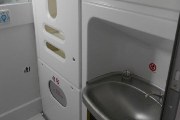 Toilet-Cabinet_2